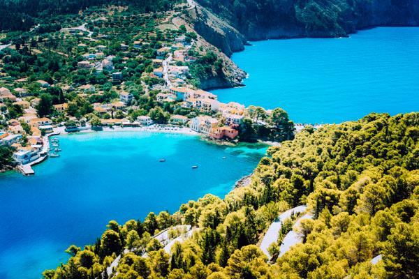 Panoramablick an der Küste der griechischen Insel Kefalonia