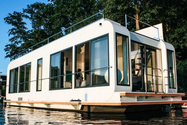 Fensterfront Hausboot an der Havel