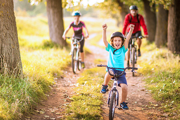 Familie fährt Rad - Aktivurlaub Wandern