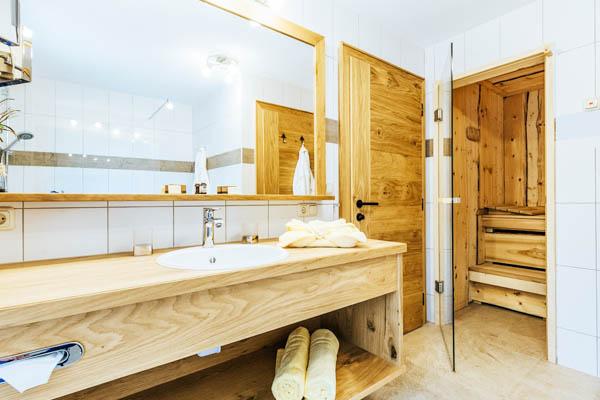 Badezimmer und Sauna des Bayern-Chalets