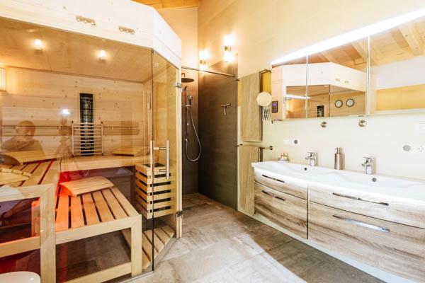 Badezimmer und Sauna des Chalets an der Sternwarte