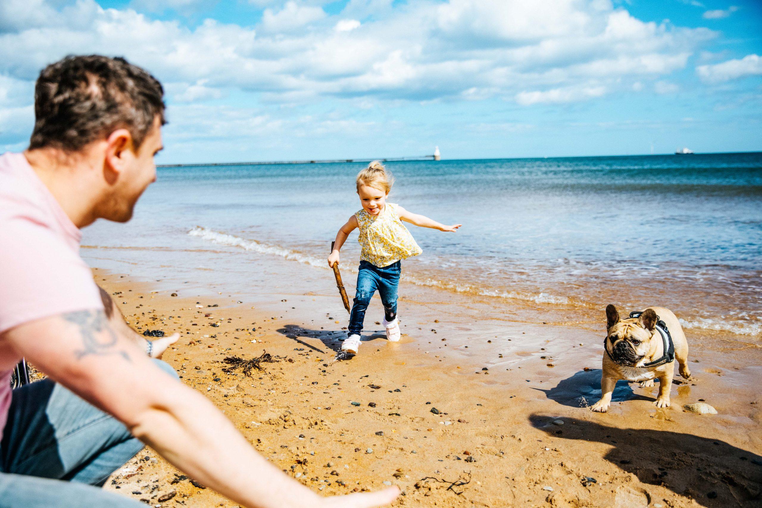 Familie mit Hund am Strand - Nordsee mit Hund