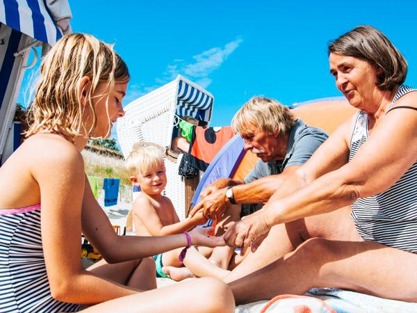 Familie am Strand - Wochenendtrips