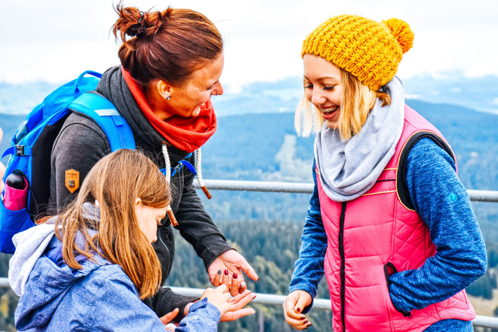Familie beim Wandern - Aktivurlaub im Schwarzwald
