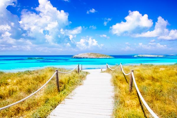 Strand auf Ibiza - Familienurlaub auf den Balearen