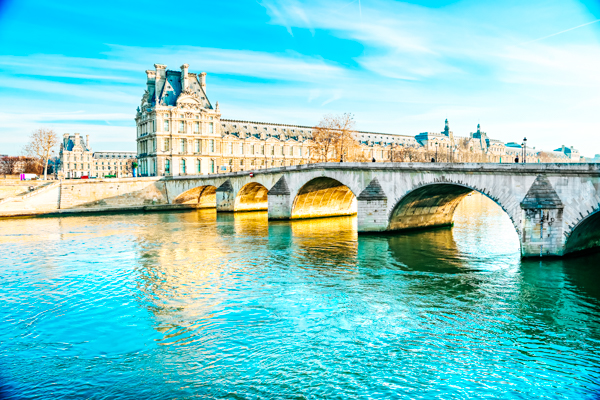 Pont Royal und Louvre in Paris
