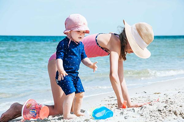 Kinder am Strand - Erster Strandurlaub mit Baby