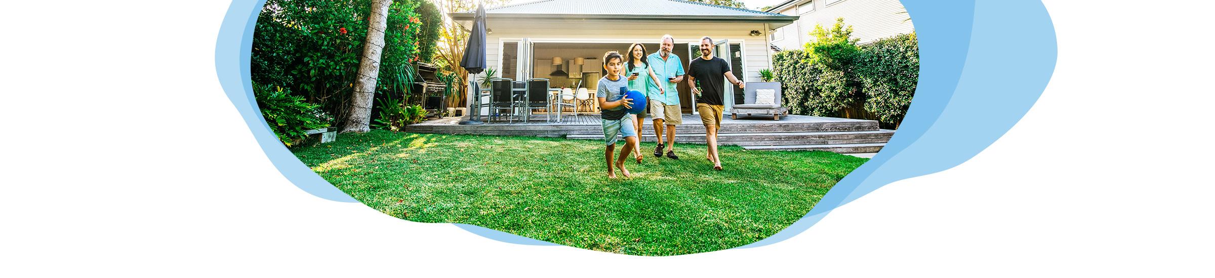 Familie im Garten - Was kann man zuhause machen?