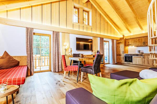 Wohnraum und Küche des Bayern-Chalets