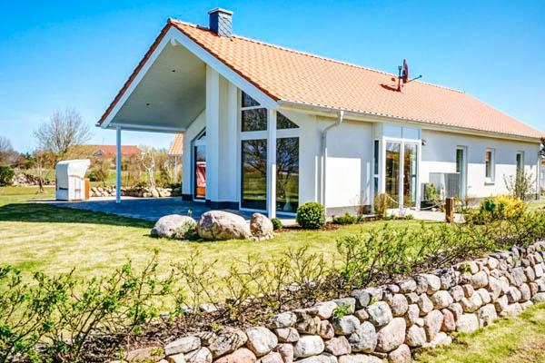 Außenansicht des Seepark Ferienhauses Rügen