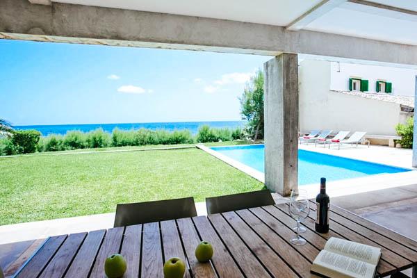 Garten und Pool der Villa Sal de Mar