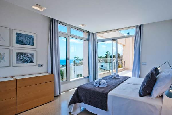 Schlafzimmer mit Meerblick in der Villa Sal de Mar