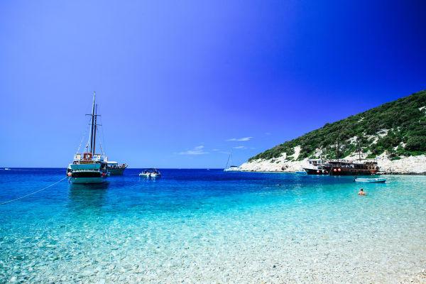 tourist-boat-at-the-idyllic-bay