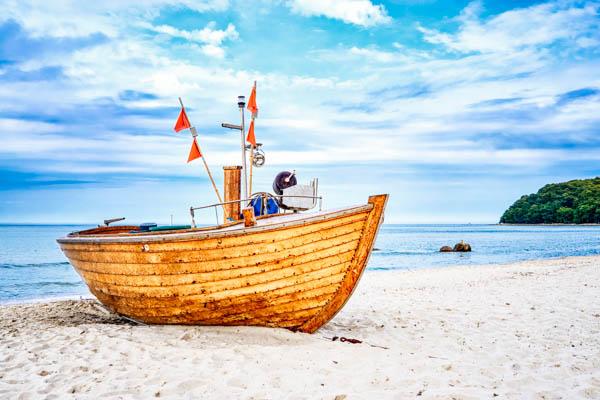 Fischerboot am Strand von Binz auf Rügen - Reisetipps Rügen