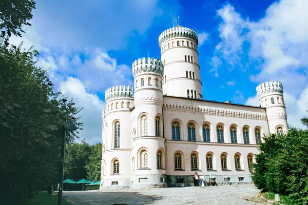 Außenansicht des Jagdschloss Granitz auf Rügen