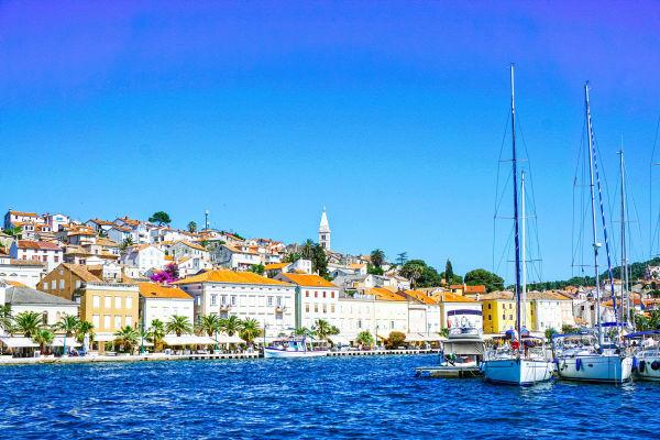 mali-losinj-island-croatia-adriatic-coast-old-mediterranean-town