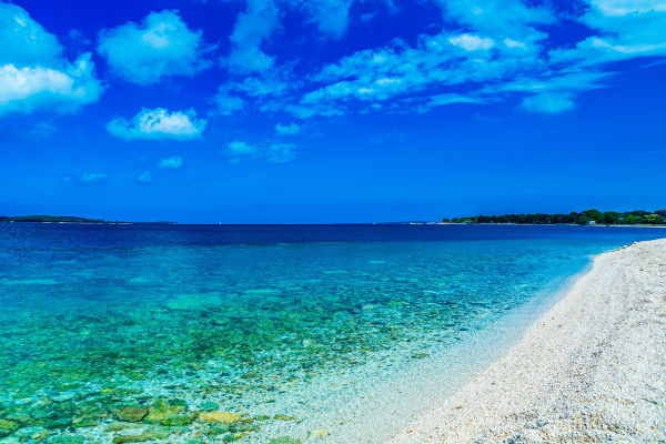 beautiful-beach-on-istria-peninsula-pula-valbandon-croatia