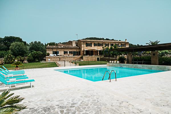 Poolbereich der Finca Sa Bella Vista