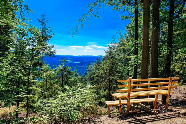 Bank und Aussichtspunkt im Bayerischen Wald – Bayerns Urlaubsregionen