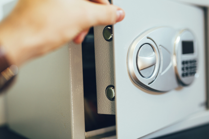 Schutz vor Einbruch durch einen Safe